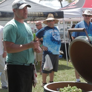 Discussing the virtues of the Big Green Egg